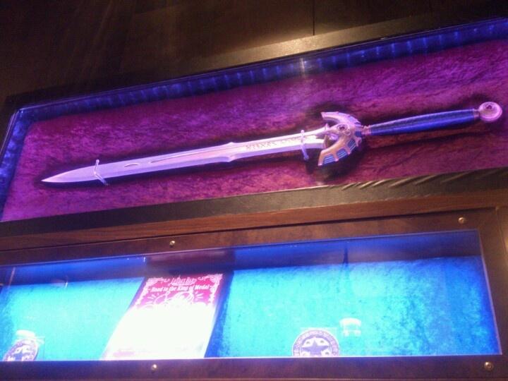 六本木「LUIDA'S BAR(ルイーダの酒場)」、ロトの剣。