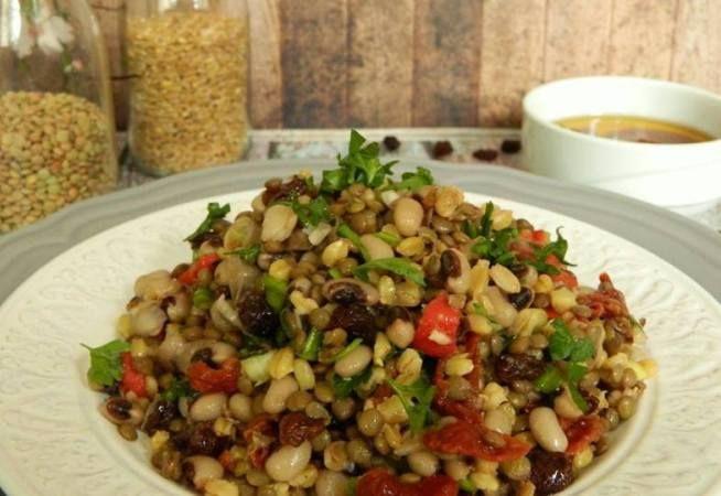Αρωματική σαλάτα με όσπρια κ σιτάρι