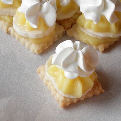 Bite-sized Banana Cream Pie  1 small box instant vanilla pudding  1 3/4 cups cold milk  2-3 bananas, cut into 1/4-inch slices  1 cup heavy whipping cream   1/4 cup powdered sugar  1 batch of pie crust (see recipe below)