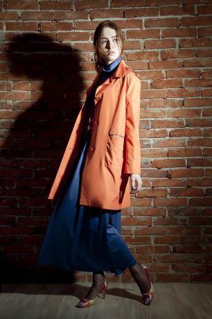 Плащ свободного прямого силуэта, на крупных пуговицах, сложные встроенные карманы с отделкой в клетку. www.bekareva.ru #SvetlanaBekareva #Пальто