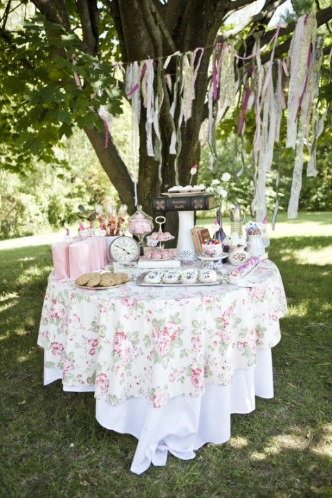 Outdoor Bridal Shower Brunch-Decor 36 Awesome Outdoor Bridal Shower Ideas | HappyWedd.com   #BHGREParty