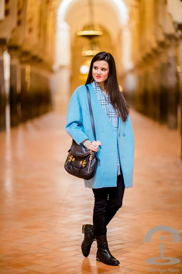Cordoba Crimenes de la Moda - cocoon blue coat - abrigo cocoon azul celeste - bolso Marc by Marc Jacobs bag - botas Pedro Miralles boots - bufanda Burberry scarf