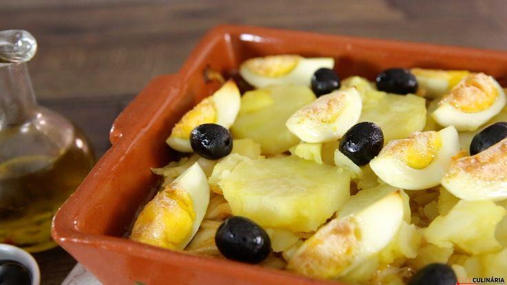 Receita de Bacalhau à Monteiro. Descubra como cozinhar Bacalhau à Monteiro de maneira prática e deliciosa!