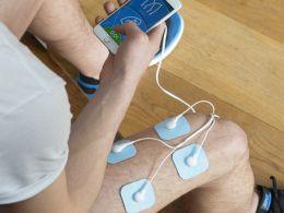 Schmerzlinderung, Muskelaufbau, Entspannung - das ist Elektrotherapie     Die Elektrotherapie ist ein Anerkanntes Verfahren in der Medizin, der Physiotherapie und dem Sport Elektrostimulation-Geräte, sog. TENS / EMS Geräte* gibt es etliche am Markt. In der Regel sind diese aber kompliziert in der Handhabung, sind nur für einen speziellen Zweck konzipiert oder zu teuer und sperrig.     Bluetens - das weltweit erste smarte Elektrostimulations Gerät - ist anders  Entspan