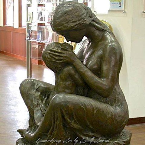 """"""" Le regard d'un enfant est le miroir confiant de l'amour d'une maman. """" Sandra Dulier"""