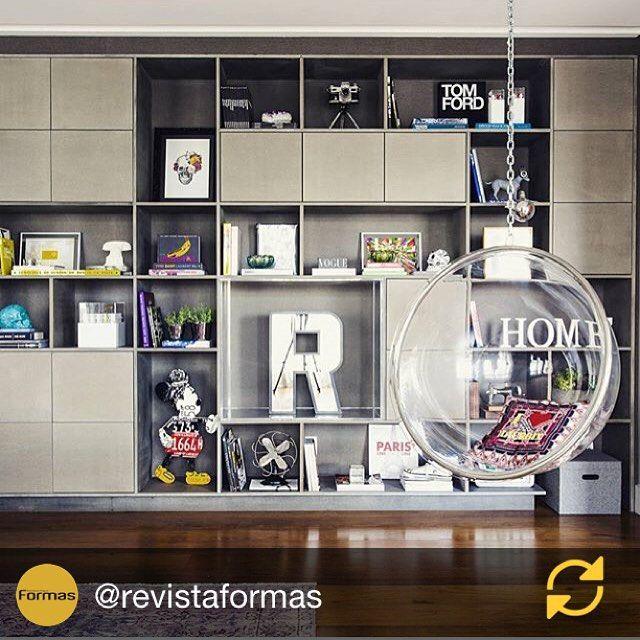 RG @revistaformas: Estante por Triplex Arquitetura  São Paulo |SP  #decor #decoracao #detalhes #details #design #decoration #decorating #style #furniture #home #homedecor #homedecoration #homedesing #homestyle #interior #interiordesing #inspiration #inspiração #ideias #instaarch #instadecor #instamood #instadesign #instagood #instahome #arquitetura #architecture #escultura.