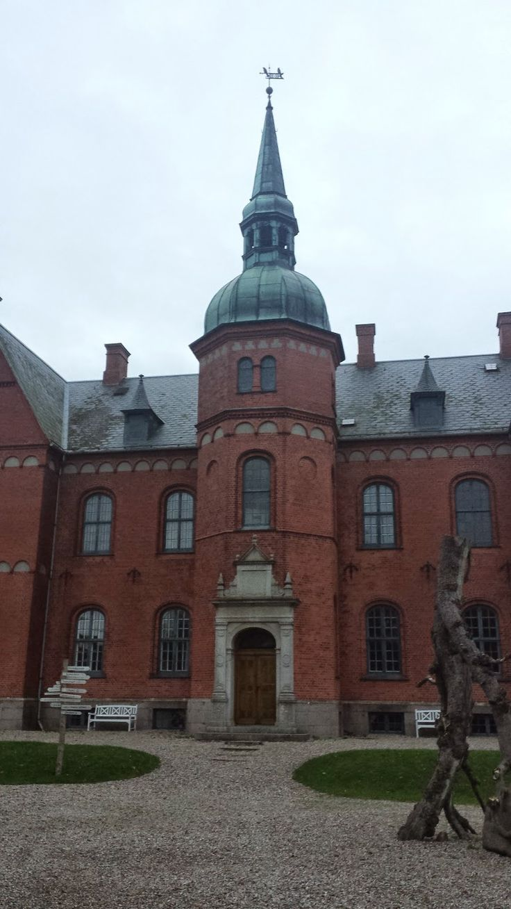 Hello, lovely people! I wanted to share with you this adventure from the other day. I went to visit Skovsgård Manor. Which is built in 1800. Very impressive building. For the most of you which are wondering where this place is; Its Danmark, Langeland to be precise.      You can enter in....