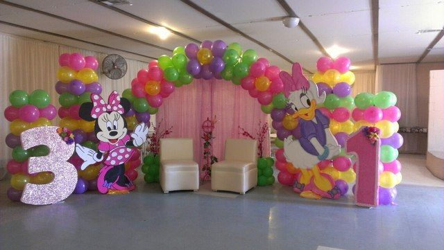 this is a bit over kill for my taste for G's 2nd birthday party, but who knows...maybe a life size minnie will show up =) Minnie Mouse and Daisy Duck party #minniemouse #party