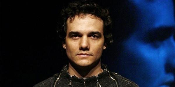 """""""As pessoas ficam decepcionadas quando notam que eu não sou o Capitão Nascimento.""""    Wagner Moura fala sobre comparação feita pelo público com seu personagem em """"Tropa de Elite"""", em entrevista à revista """"GQ"""""""