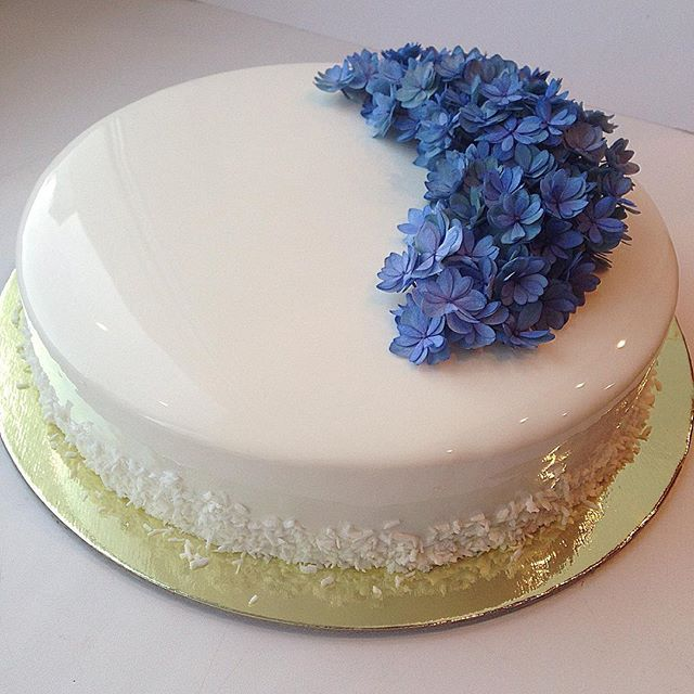 17 best images about mirror glaze cakes on pinterest for Mirror glaze cake
