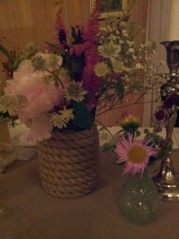 Hampvase og blomster fra  hagen