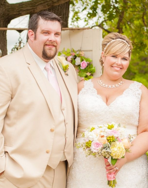 {Real Plus Size Wedding} Farm Vintage Chic in Missouri | Rebekah Wright Photography