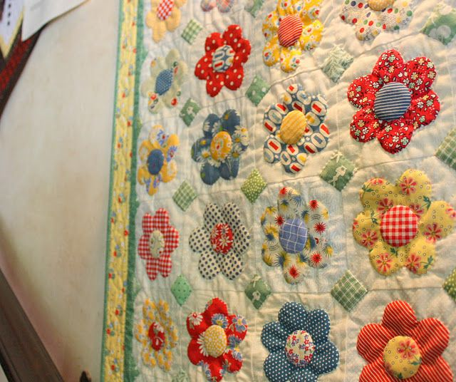 cute: Quilts Blog, Daisies Quilts, Irons Beds, Quilts Patterns, Quilts Inspiration, Guest Beds, Diaries, September 2010, Flower Quilts
