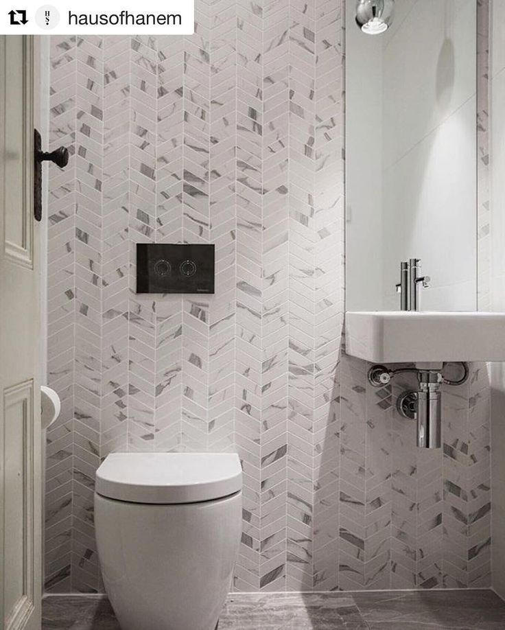 The 25 Best Small Powder Rooms Ideas On Pinterest: 25+ Best Ideas About Tiny Powder Rooms On Pinterest