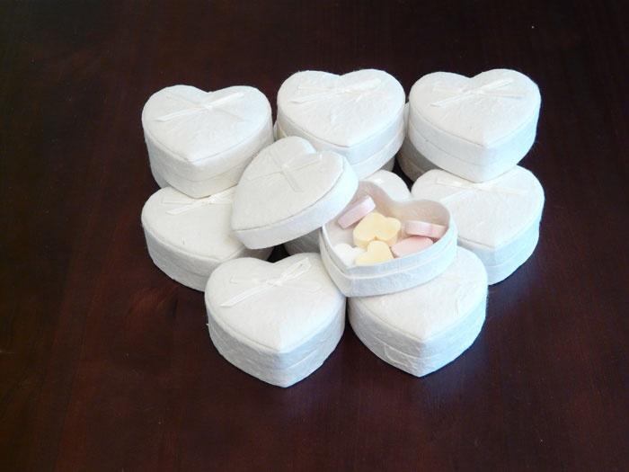 Bruidssuiker in hartvormig geschenken doos