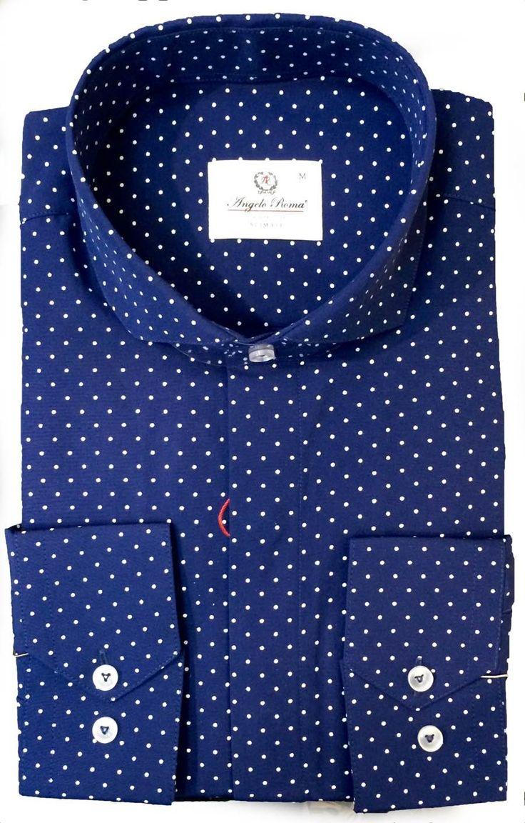 Синяя рубашка в горошек