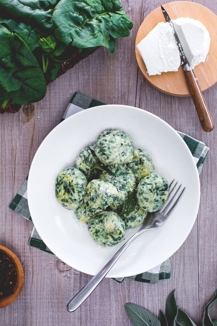 Uno squisito piatto toscano: gli gnudi! #Giallozafferano #gnudi #ricotta #spinaci #traditionalrecipes #italianrecipes #Tuscany