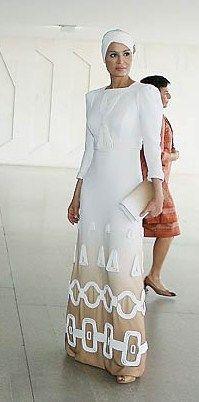 Lovely Sheikha Mozah in white! A mãe do Sheik do Qatar é absolutamente meu ícone de moda e elegância!