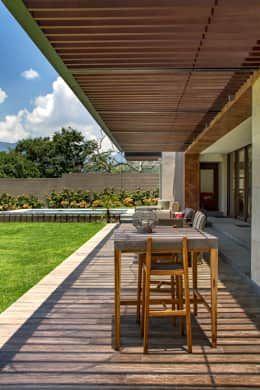 Casa 4 Puntos / Club de Golf BR: Terrazas de estilo  por Maz Arquitectos
