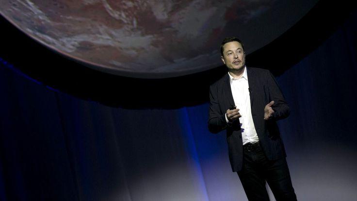 Ayer fue un día de infarto para los seguidores de Elon Musk, y para los aficionados al espacio en general, esepecialmente para aquellos que sueñan con poder, un día cercano, emprender el viaje a Marte. Generando entre el público una expectación solo comparable al de las estrellas del rock, Musk dio su