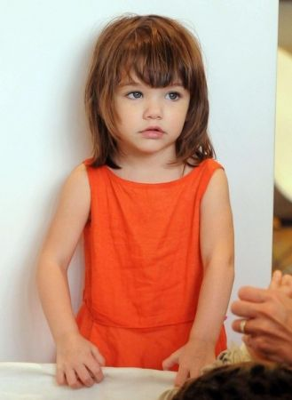 Coupe de cheveux pour enfant avec visage rond