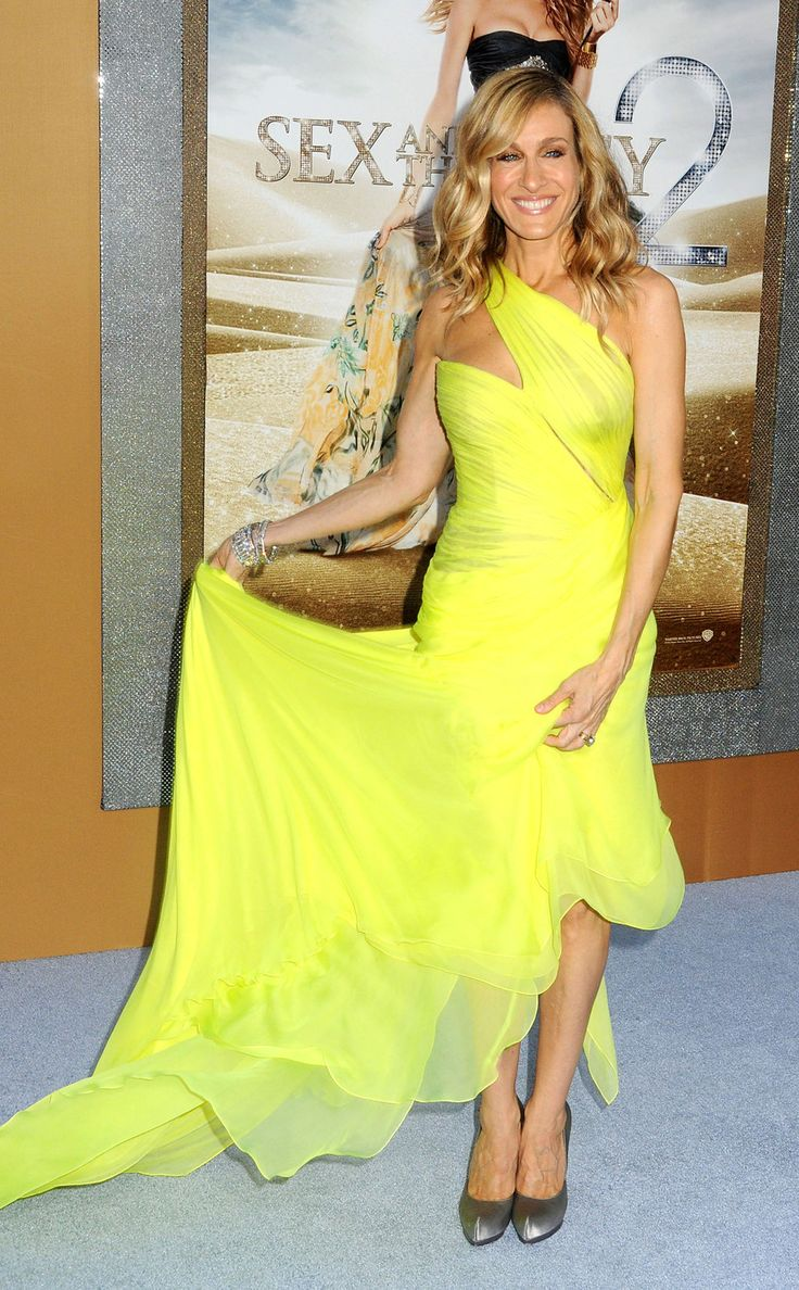 Sarah Jessica Parker neon yellow dress silver shoes blond curly hair