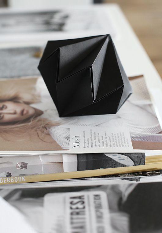 """Ett enkelt tips på """"terapiarbete"""" om man vill skifta fokus och tänka på något helt annat för en stund är att vika en pappersskulptur. Instruktion hittar du HÄR. Pappersdiamanterna kan göras i olika…"""