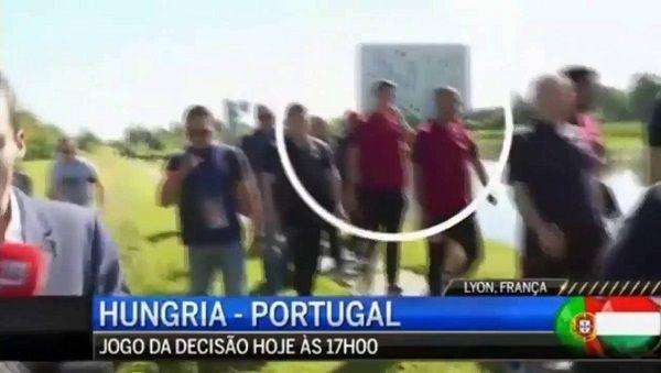 Reporter chciał o coś zapytać Portugalczyka a tu zonk • Cristiano Ronaldo wyrzucił mikrofon reportera do rzeki • Wejdź i zobacz film >> #ronaldo #cristianoronaldo #funny #football #soccer #sports #pilkanozna