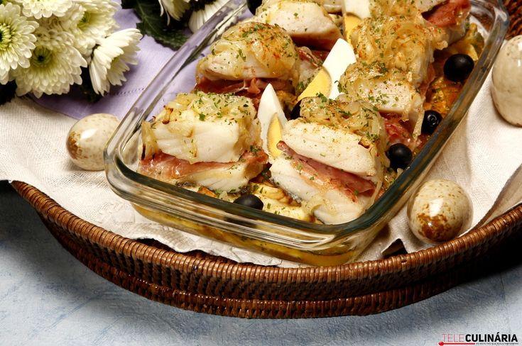 Receita de Bacalhau recheado com presunto. Descubra como cozinhar Bacalhau recheado com presunto de maneira prática e deliciosa com a Teleculinária!