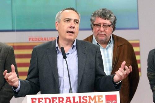 El candidato socialista, Pere Navarro, valora los resultados.