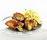 Ädelostfylld kyckling med äppel- och sellerisallad