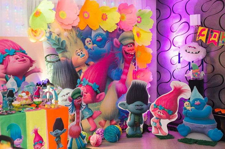 troll birthday party decoration