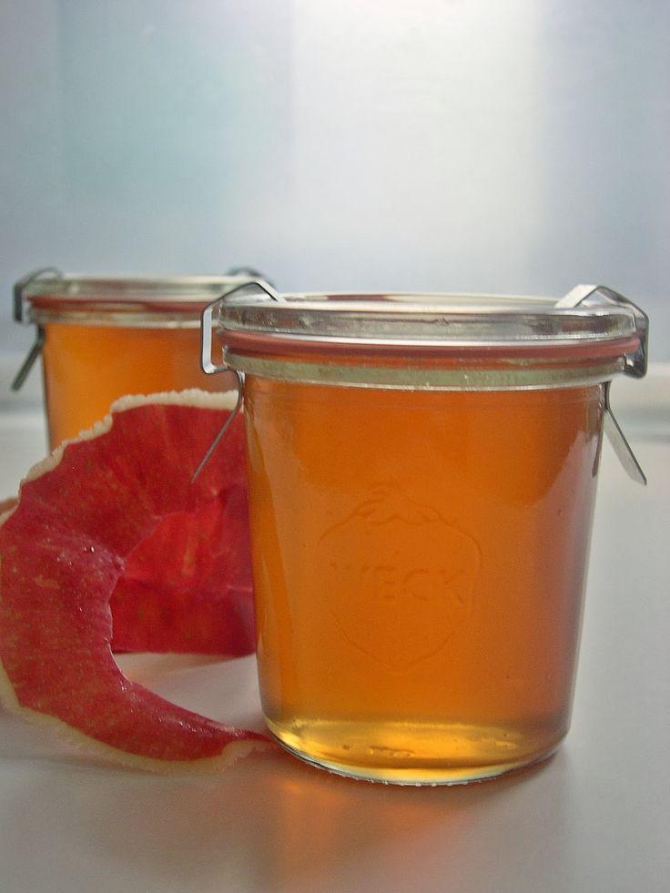 la valigia sul letto: confettura di pere con gelatina di mele, vino rosso e rosmarino