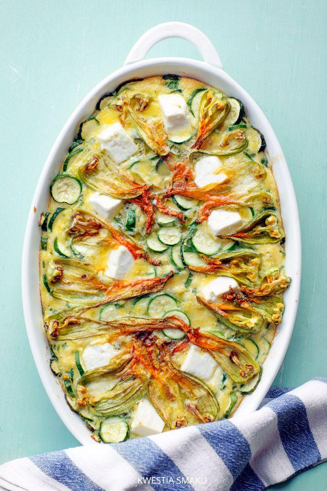 Zapiekany omlet z cukinią i kwiatami cukinii