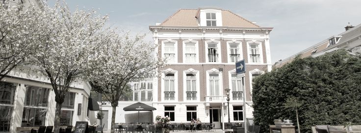 La Paulowna offers you more than a bed and breakfast; it's your home away from home! Our elegant suites on one of The Hague's favourite squares in the bustling Mesdagkwartier, is only a stone's throw away from the Vredespaleis (Peace Palace), a stroll away from the city centre, Scheveningen and its beaches and the palatial buildings of the Embassy district; central yet quiet, with ample parking space.