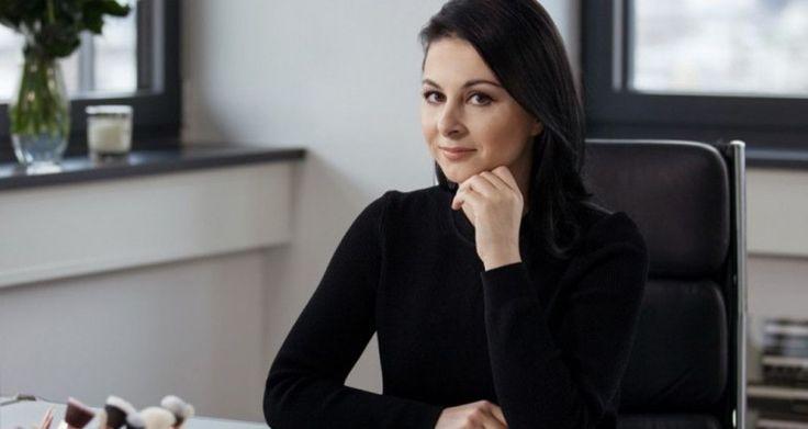 Η Θεσσαλονικιά που έγινε εκατομμυριούχος από το σαλόνι του σπιτιού της [εικόνες] Crazynews.gr