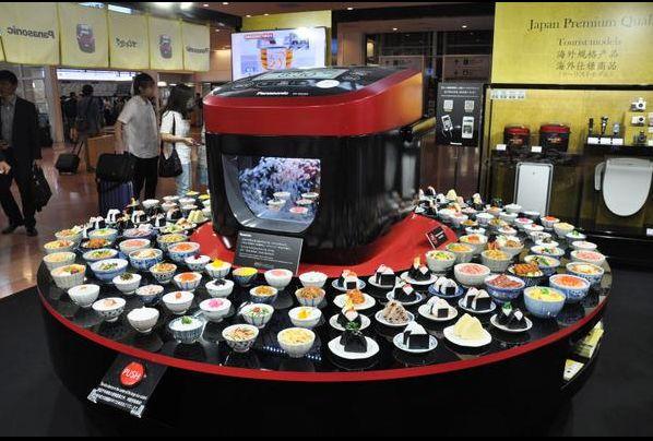 ようこそご飯のおいしい国、日本へ!羽田空港で話題を呼んだ巨大炊飯器。   AdGang