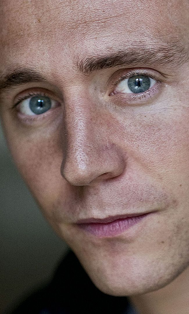 Tom Hiddleston by Sarah Lee. Full size: http://imgbox.com/ELBYPlA4