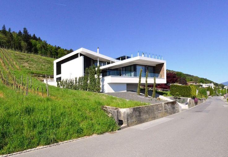 Architektenhaus schweiz im weinhang for Modernes haus schweiz