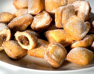 Sweet parcels with a strong flavour of walnuts, hazels, pine nuts and raisins mixed with a fair dose of liquor.