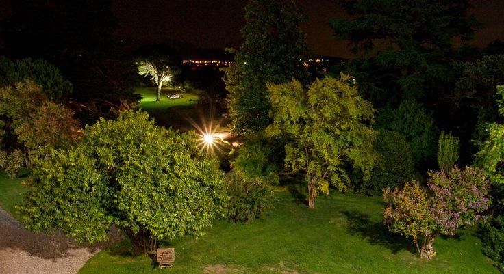 La magica atmosfera del parco di notte - Palazzo Monti della Corte
