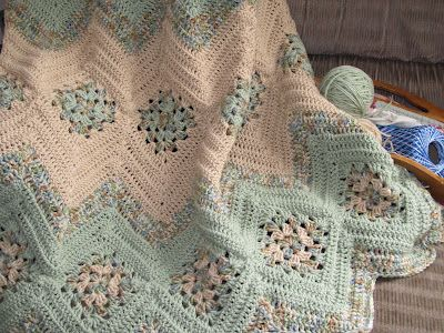 Free crochet pattern for Grannies and Ripples Afghan