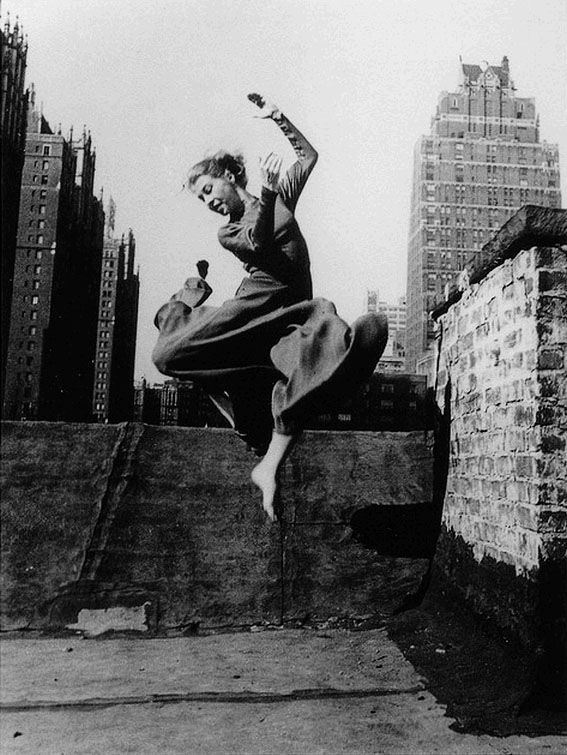 The dancer Renate Schottelius, New York, 1947 Photographer: Ellen Auerbach