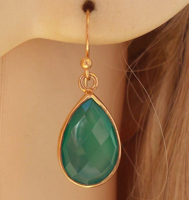 Vergulde oorbellen met druppelvorm facet groene Onyx