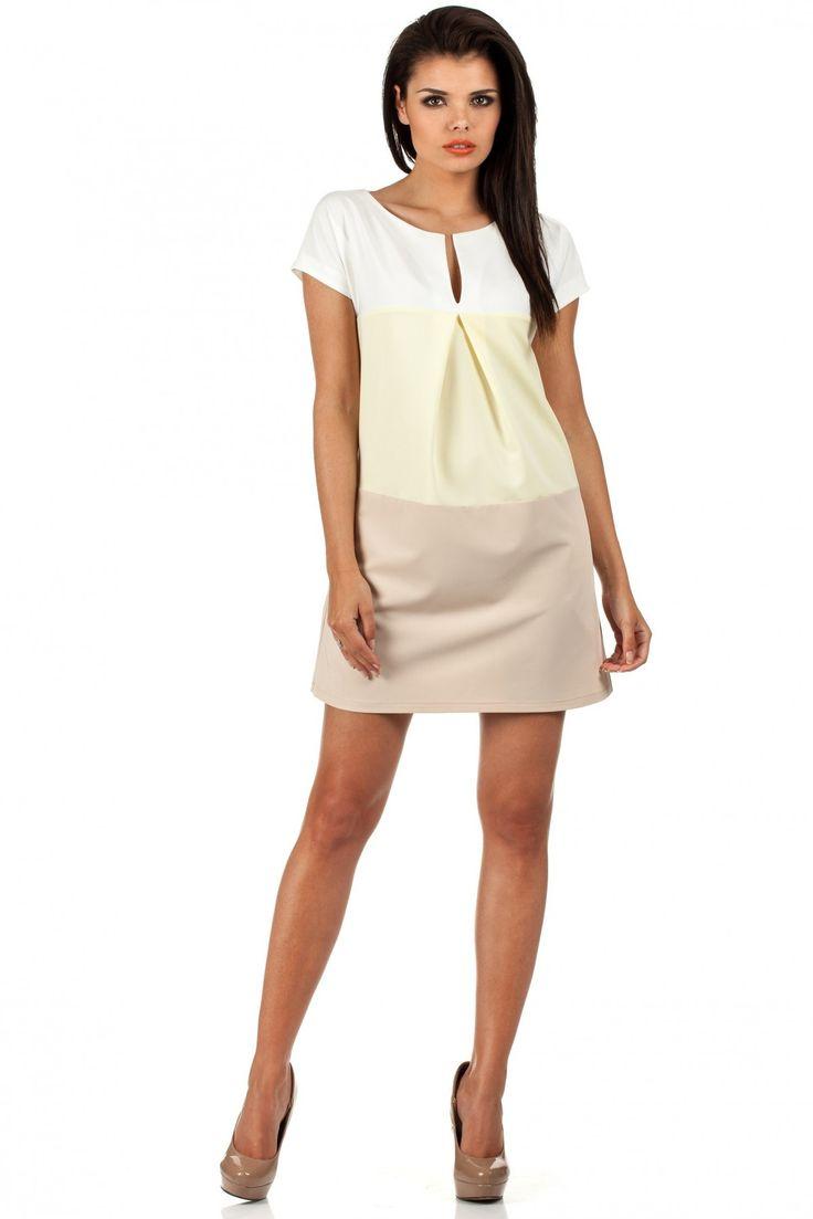 Sukienka MOE Yellow Trapezowa mini sukienka uszyta z trzech elementów w dobranych, pastelowych kolorach. Pod szyją rozcięcie. #modadamska #sukienkiletnie #sukienka #suknia #sklepinternetowy #allettante