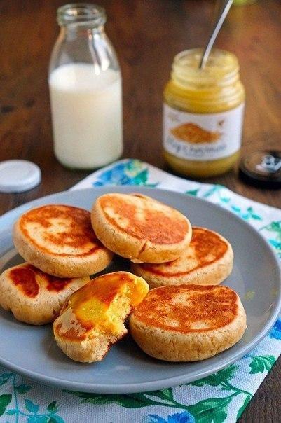 Печенье получается очень нежным, ароматным и вкусным. Если подавать их ещё тёплыми — чем-то они напоминают сырники. А на следующий день уже, конечно, больше похожи на печенье.Ингредиенты:Мука…