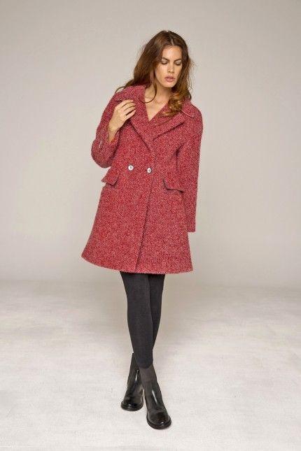 Manteau bouclette laine rouge, alpaga et mohair, forme esprit pardessus #manteau #rouge #laine #alpaga #mohair #femme #qualité #lenerfabriquedemanteaux