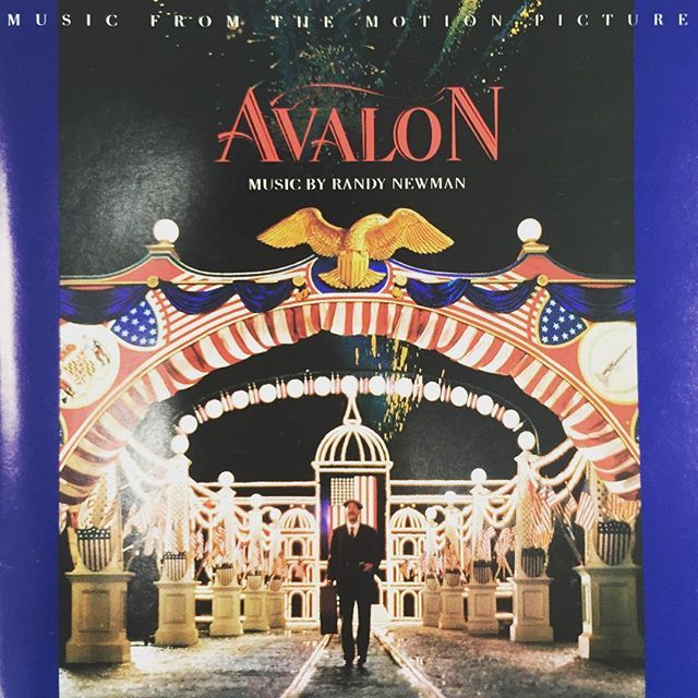 ♫ Avalon #musicmonday #mondaymusic #movie #soundtrack #music #avalon #barrylevinson #elizabethperkins  #elijahwood #わが心のボルチモア #バリーレビンソン #エリザベスパーキンス #イライジャウッド #映画 #音楽 #サントラ