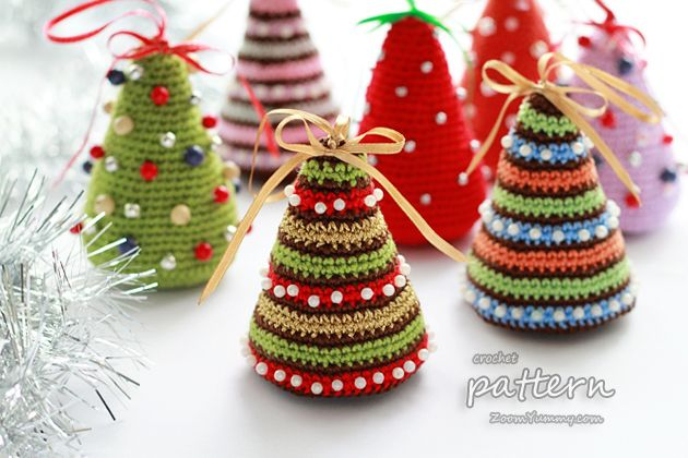 ao with <3 / crochet pattern - little Christmas trees  ♥ 4U // www.colorcircus.com/