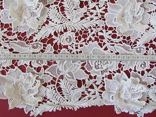 Krajka+4+Matná+krajka+s+3D+kvetinami+v+jemnej+ivory+(krémovej)+farbe,+vhodná+na+svadobné+a+spoločenské+šaty.+Šírka+120cm+Cena+je+za+1+meter